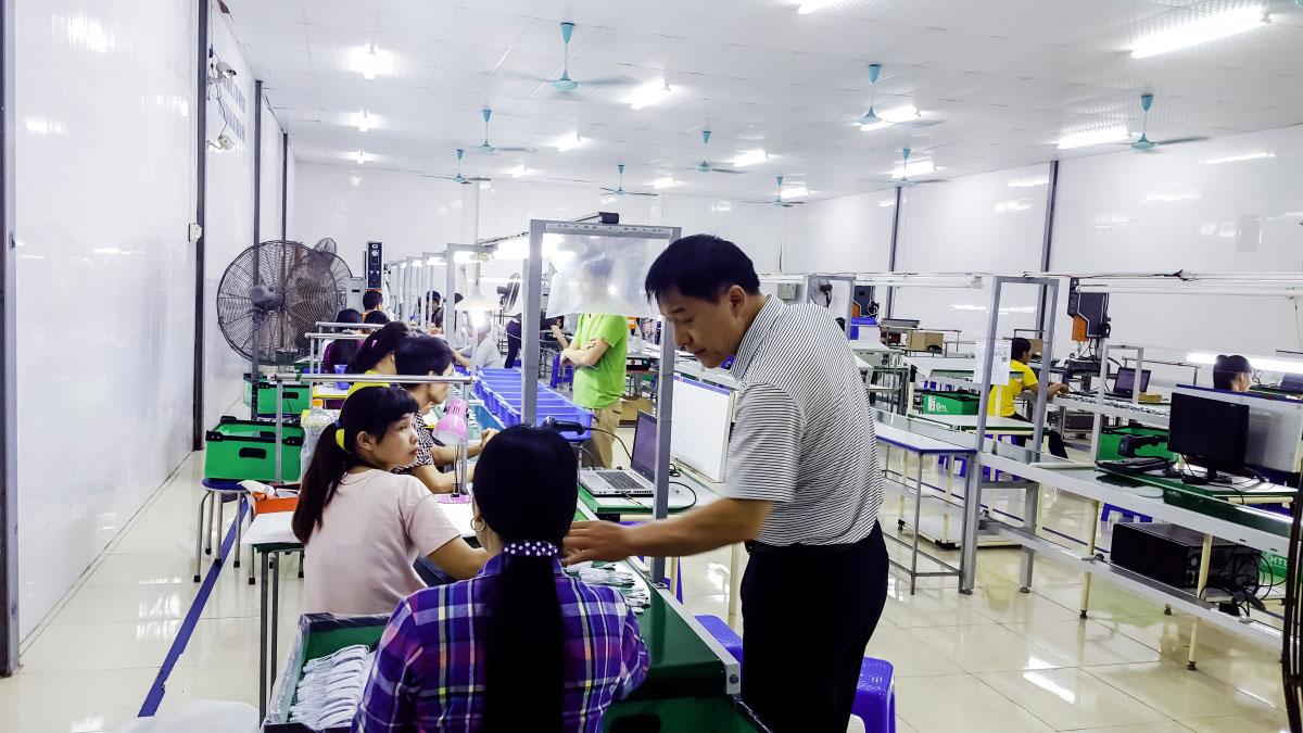 xưởng sản xuất phụ kiện điện thoại bagi