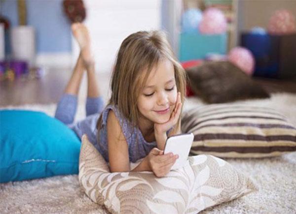 an toàn cho trẻ khi sử dụng điện thoại