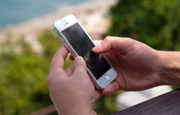 mẹo sử dụng điện thoại an toàn cho mắt
